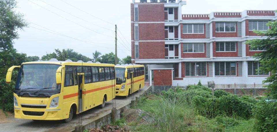 ছায়ানটকে স্কুল বাস দিয়েছে ভারতীয় হাইকমিশন