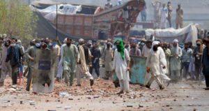 পাকিস্তানে ৬ পুলিশ সদস্যকে জিম্মি করল টিএলপি