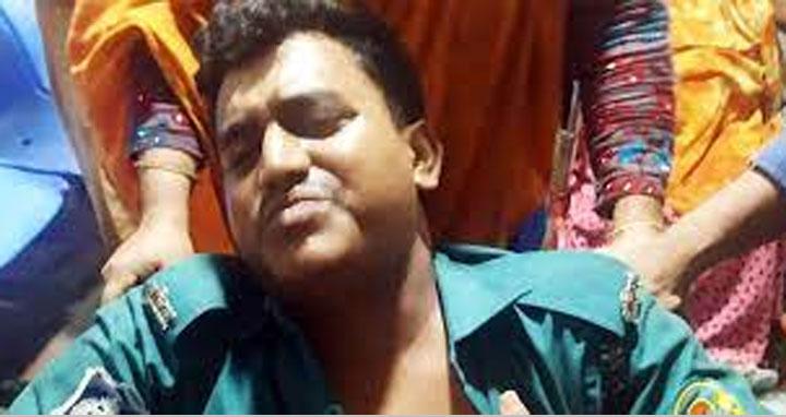 চট্টগ্রামে মাইক্রোবাসের ধাক্কায় পুলিশ কর্মকর্তা নিহত